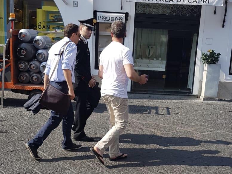 Arrestato dai carabinieri il super tecnico Massimo Stroscio a capo dell'ufficio tecnico di Capri più altre due persone.