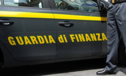 FINANZA: FALSE RESIDENZE
