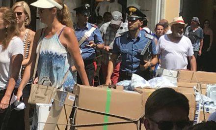 200 CARRELLI CHE NON POSSONO ESSERCI ASSOLVEREBBERO STROSCIO A PRESCINDERE