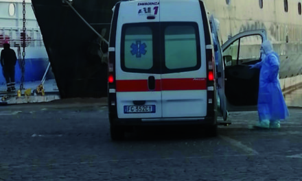 TRASFERITA AL CENTRO COVID DEL LORETO MARE LA DONNA DI CAPRI POSITIVA AL COVID19 con un'ambulanza dotata di biocontenimento